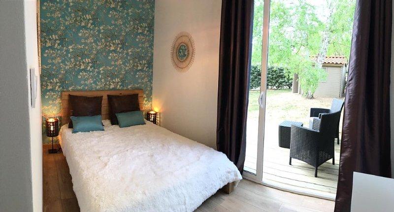 Maison 2 chambres Lacanau Océan, 2 sdb, jardin, terrasse, véranda, plage WIFI, vacation rental in Lacanau