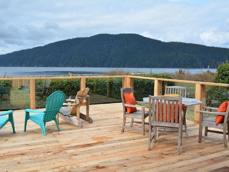 Ocean Front Family-Friendly Retreat- 4 bedrooms, 2 bathrooms. Driftwood cottage, holiday rental in Port Renfrew