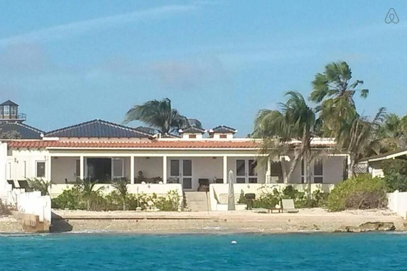Beautiful, luxurious villa; for peace-seekers, nature-lovers and sealions, aluguéis de temporada em Bonaire