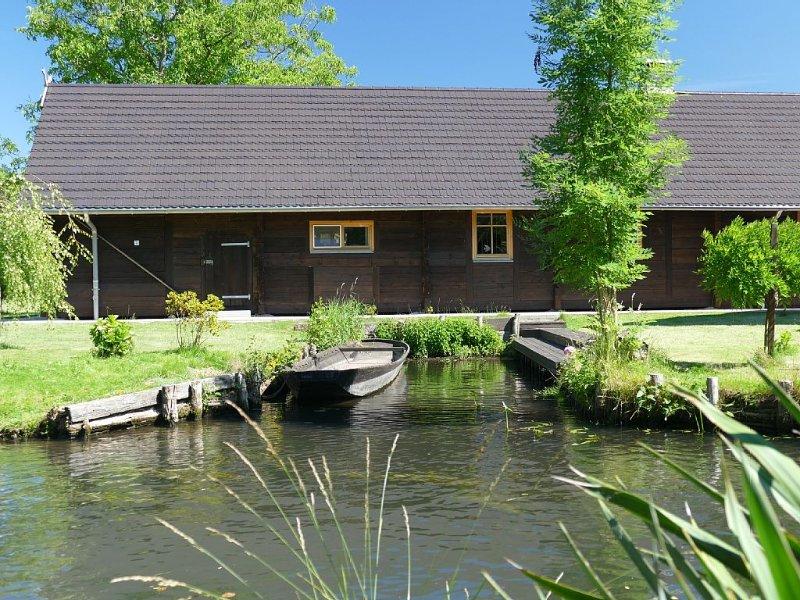 Die Scheune:  Spreewaldblockhaus in Lehde mit Sauna, Kamin und eigenem Hafen, holiday rental in Schmogrow Fehrow