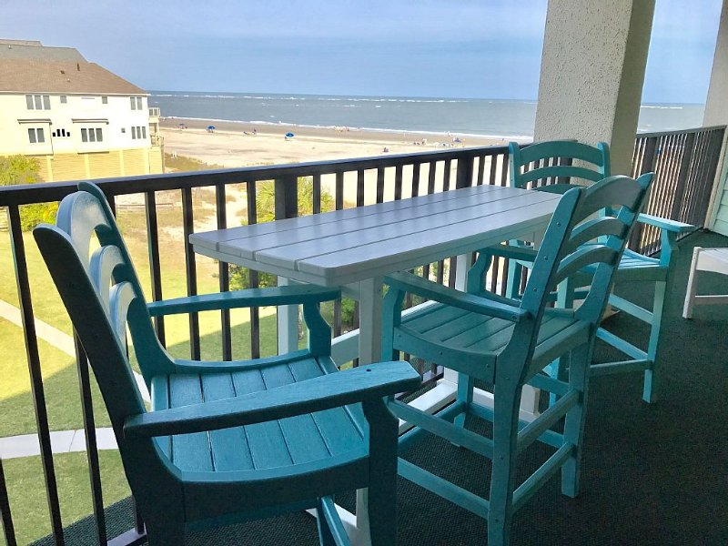 Stunning Oceanfront Condo - Beautiful Setting - Memorable Vacation Experience, holiday rental in Isle of Palms