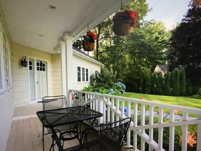 Beautiful 4 BR, Close to Everything!!  Walk to Gooch's Beach and Dock Square!, holiday rental in Kennebunks