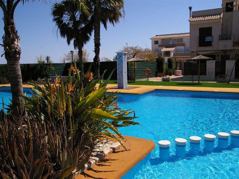 Deluxe 3 bed 2 bath Villa, Wifi, UK TV, Pool, Local Amenities, alquiler de vacaciones en San Cayetano