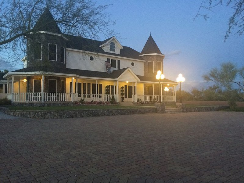 Beautiful Victorian Castle- Weekly or Extended Stays Also Wedding & Event Venue, vacation rental in Cave Creek