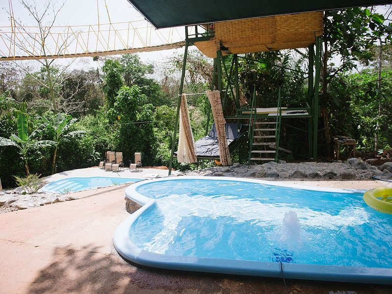 Tarzan Jungle Home w/ AC, Hot Water, FREE Wi-Fi, location de vacances à Quepos