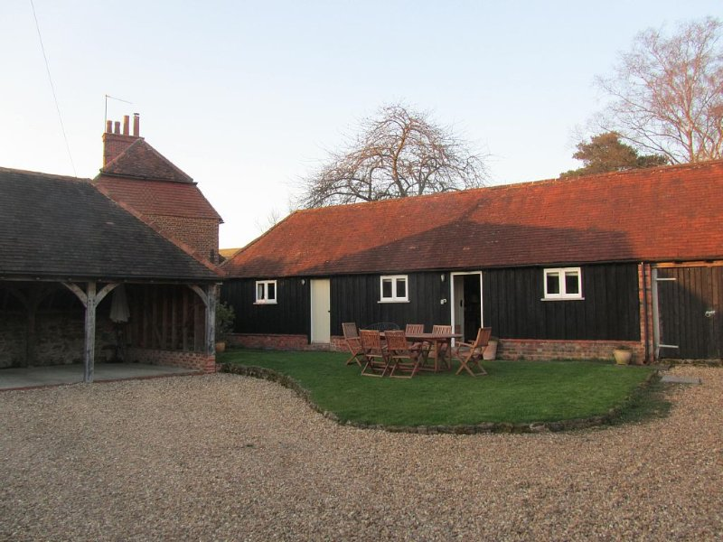 Charming barn conversion cottage in a beautiful, quiet and rural location, Ferienwohnung in Surrey