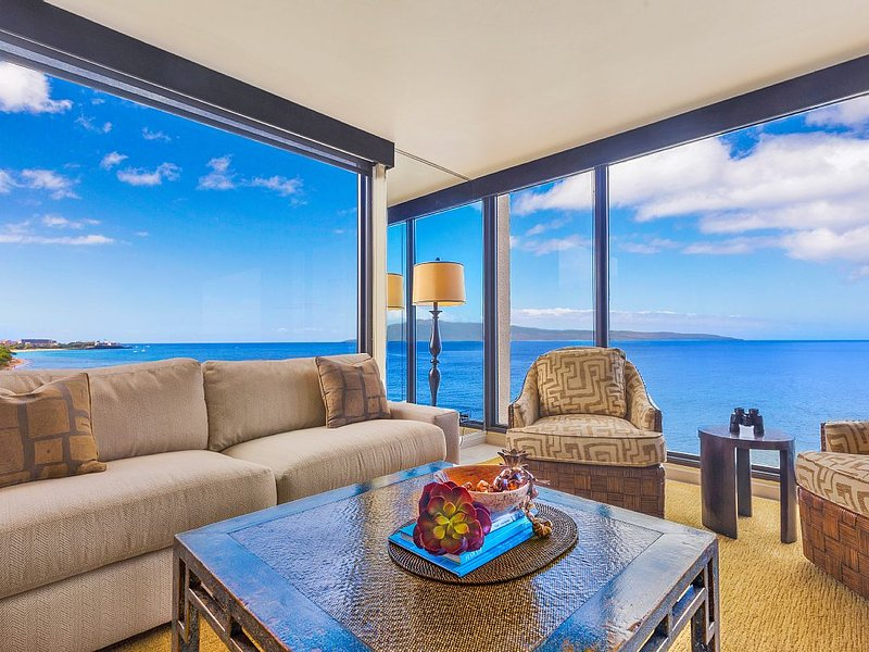 OCEANFRONT, CORNER VIEW 2 BED - RECENTLY  REMODELED!  BEST VIEW ON MAUI!!, vacation rental in Lahaina