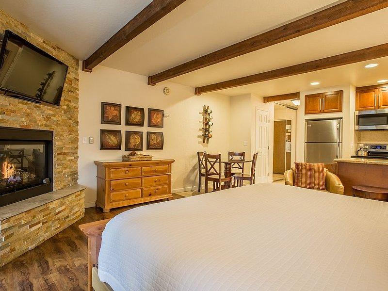 Honeymoon Studio - Beautifully Updated Studio in the Lakeland Village Lodge, vacation rental in South Lake Tahoe