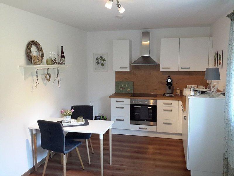 Ruhige und gemütliche Ferienwohnung für 2 Personen am Rande der Weinberge., holiday rental in Taunusstein