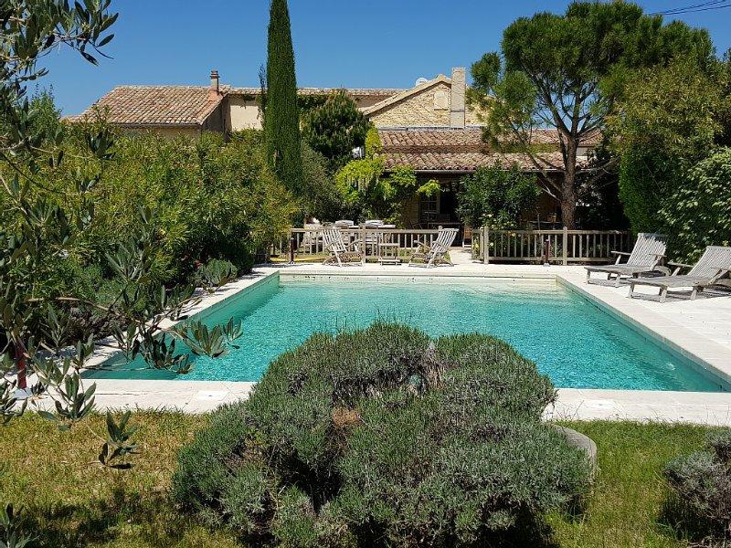 Mas au pied des Dentelles de Montmirail, piscine chauffée d'avril à octobre, location de vacances à Seguret