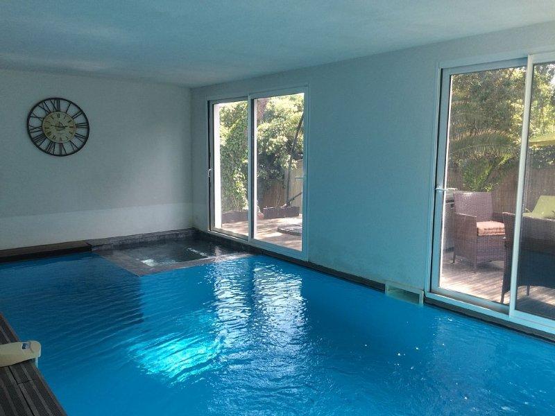 PISCINE INTÉRIEURE CHAUFFÉE ET SPA , 7MN DU POLYGONE RIVIERA EN VOITURE, vacation rental in Villeneuve-Loubet