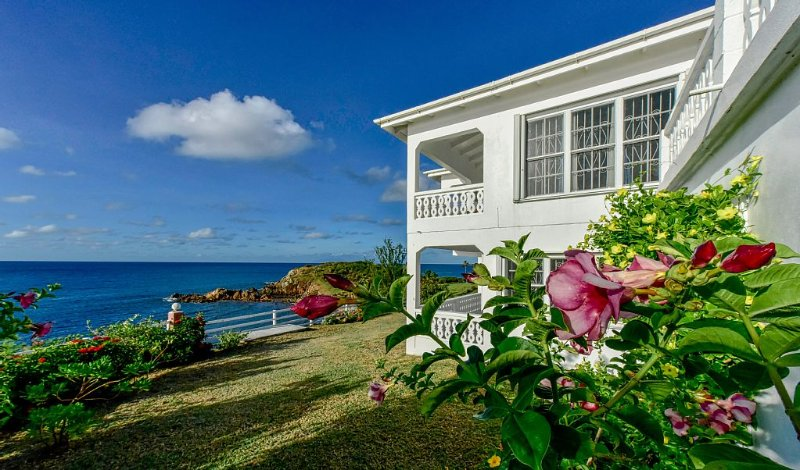 Antigua's Best Oceanfront, Serene Beach Home – semesterbostad i Antigua