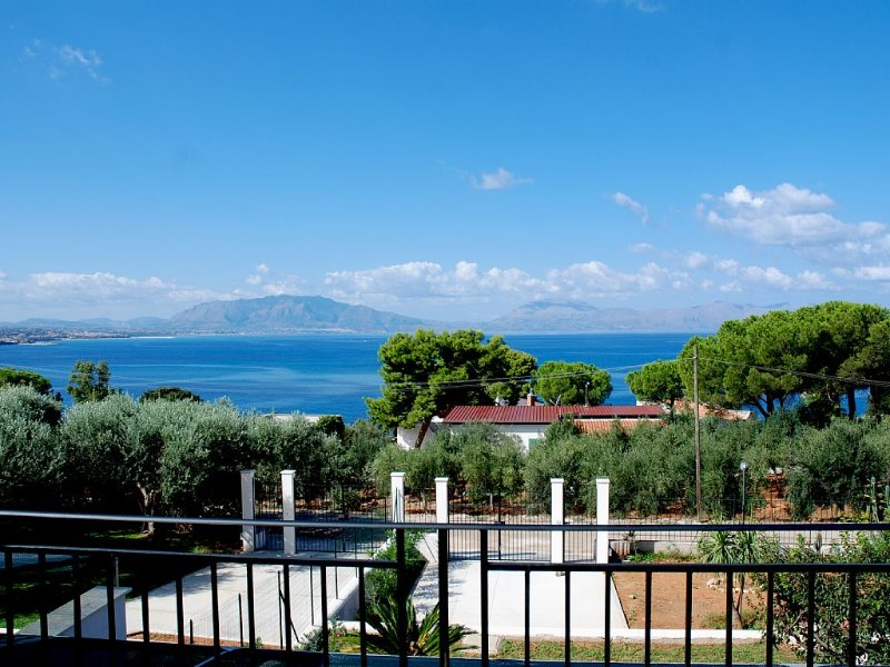 Villa con vista sul Golfo di Castellamare: ideale per l'estate. Tranquillità, ma, holiday rental in Trappeto