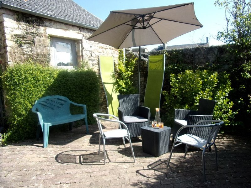 Cottages near Bayeux, Saint Lô and landing beaches.  Accommodation por 4, vacation rental in Cerisy-la-Foret