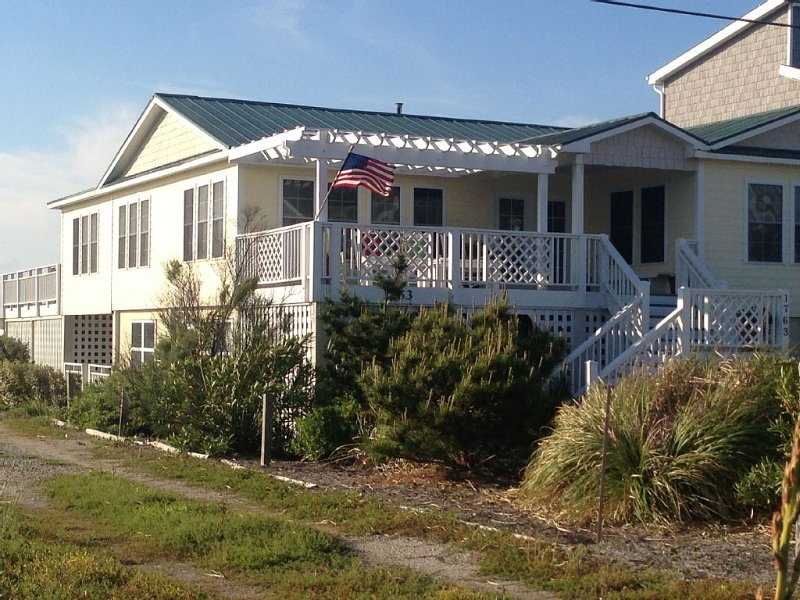 ALL-INCLUSIVE, NO EXTRA CHARGES, KAYAKS, LINENS, HOT TUB, location de vacances à North Topsail Beach
