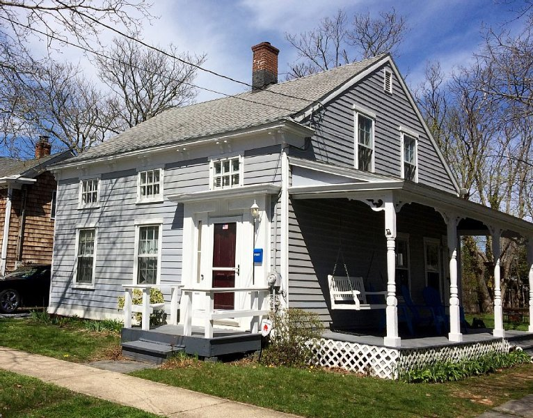 Historic 1830s Greenport Home, casa vacanza a Greenport