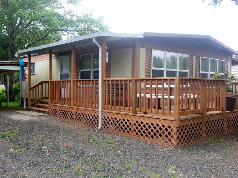 Family, Pet and Fisherman Friendly Get-Away - Five minutes from everything!, holiday rental in Grayland
