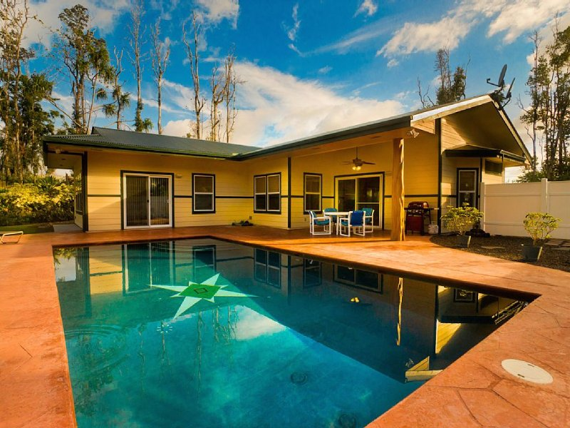 affordable luxury with private pool.  great location, holiday rental in Keaau