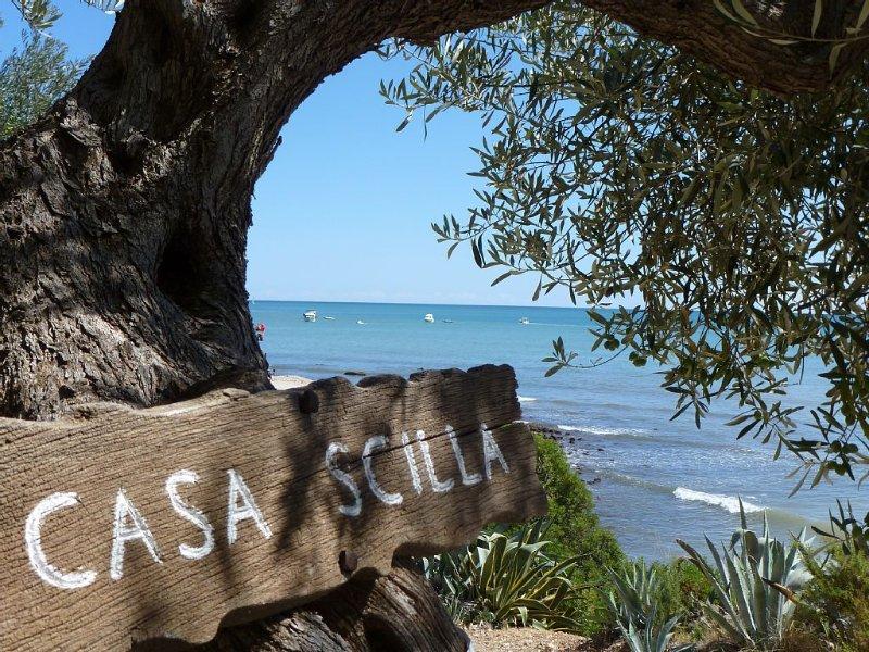 VILLA SCILLA, a pie de playa con impresionantes vistas., holiday rental in Terres de l'Ebre