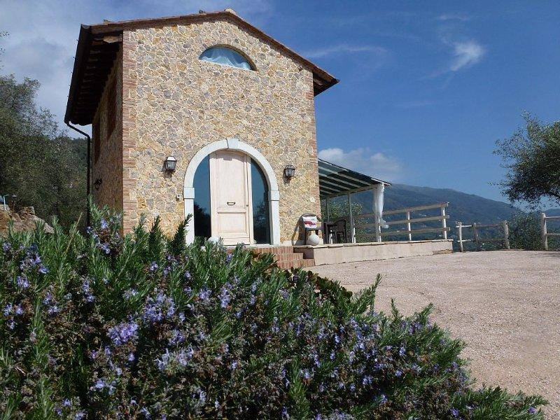 Super schones Haus mit Pool, Garten und geschmackvoller Einrichtung., casa vacanza a Valdicastello Carducci