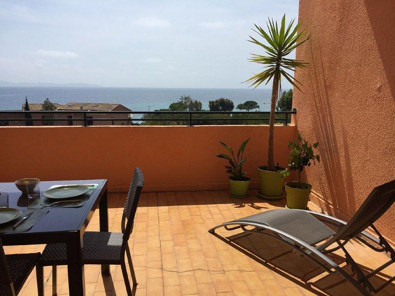 Loue Grand F1 meublé vue mer Boulevard Tino Rossi à Ajaccio, vacation rental in Villanova