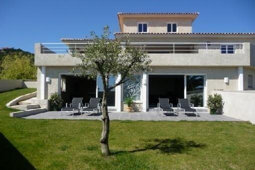 Villa en bord de mer, piscine intérieure chauffée , 8 personnes, bien équipée, alquiler de vacaciones en Solaro