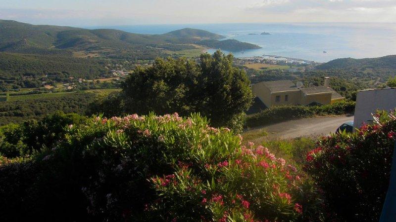 Location appartement Cap Corse dans maison du 16eme siecle, holiday rental in Macinaggio
