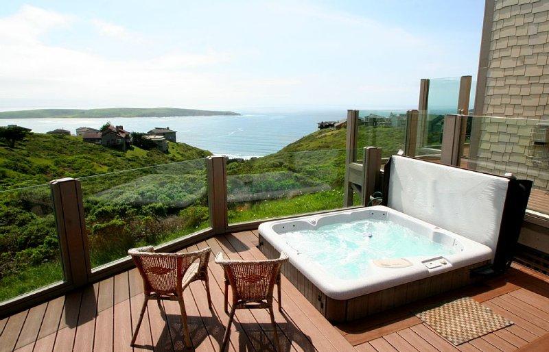 'Beach Nest' HOT TUB,SAUNA,Endless Views!, vacation rental in Dillon Beach