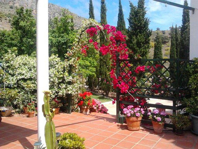 Maison de campagne méditerranéenne, à proximité des plages, restaurants. Piscine, Ferienwohnung in Málaga