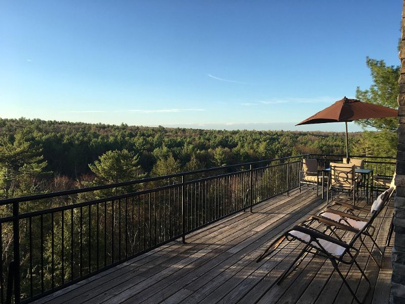 Best view  of a 1,000 acre forest.  Two hundred plus  five star reviews!, vacation rental in Hurley