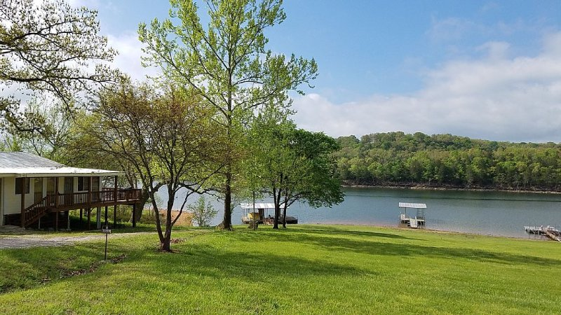 1,400 sf Lakefront Home with Nearby Boat Ramp & Marina, vacation rental in Eagle Rock