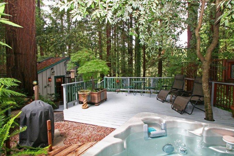 Guerneville Cottage,Decks, Hottub! Romantic get away!, holiday rental in Guerneville