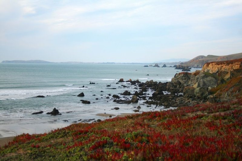 Knot-a-Care 1 min to bluff! HotTub,Gameroom VIEWS!, vacation rental in Dillon Beach