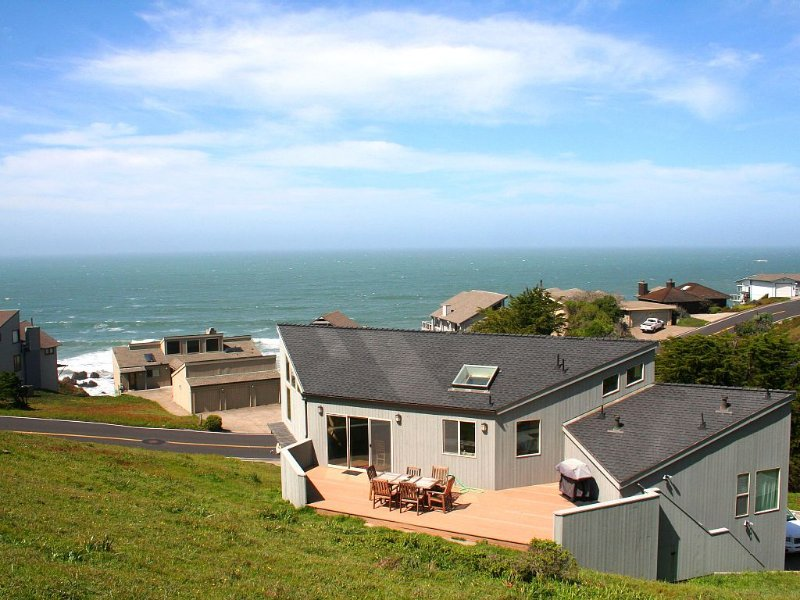 'Selkie Seas'VIEWS,Walk to Beach! Game Room!, vacation rental in Dillon Beach