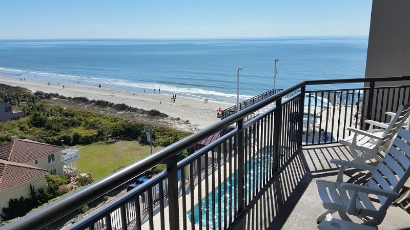 On the Ocean with Roof-Top Pools & Hot Tubs!  WiFi, 2 Kings & 2 Dbls, 63 Reviews, aluguéis de temporada em Myrtle Beach