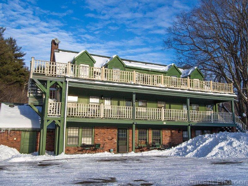 Ski Season Special! $29,500 (+ heat & electric) 6 bedroom/6 bath, dogs ok, holiday rental in Sunderland
