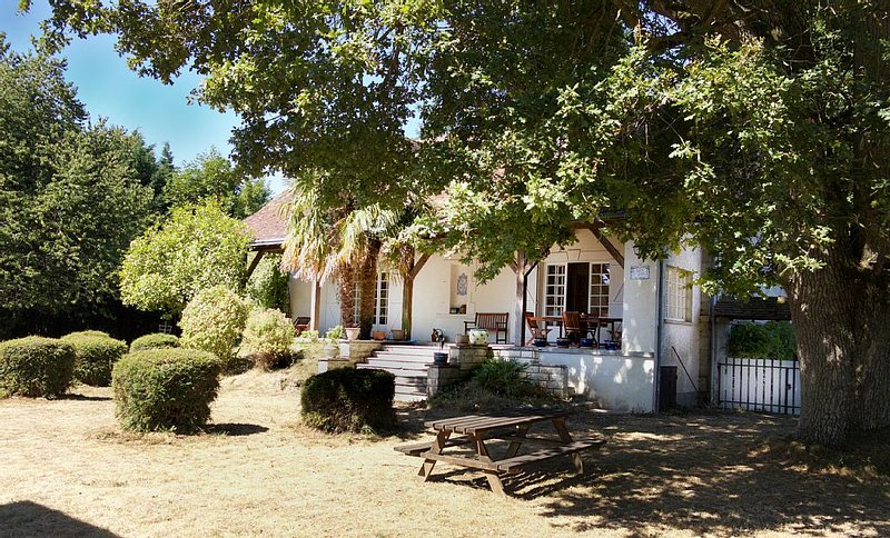 Maison d'artiste dans un cadre naturel préservé, proche du Futuroscope, holiday rental in Cenon-sur-Vienne