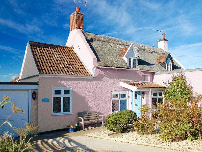 Admiral Cottage, Cosy Thatched Cottage Close To Sea & Sand Dunes, Ferienwohnung in West Somerton