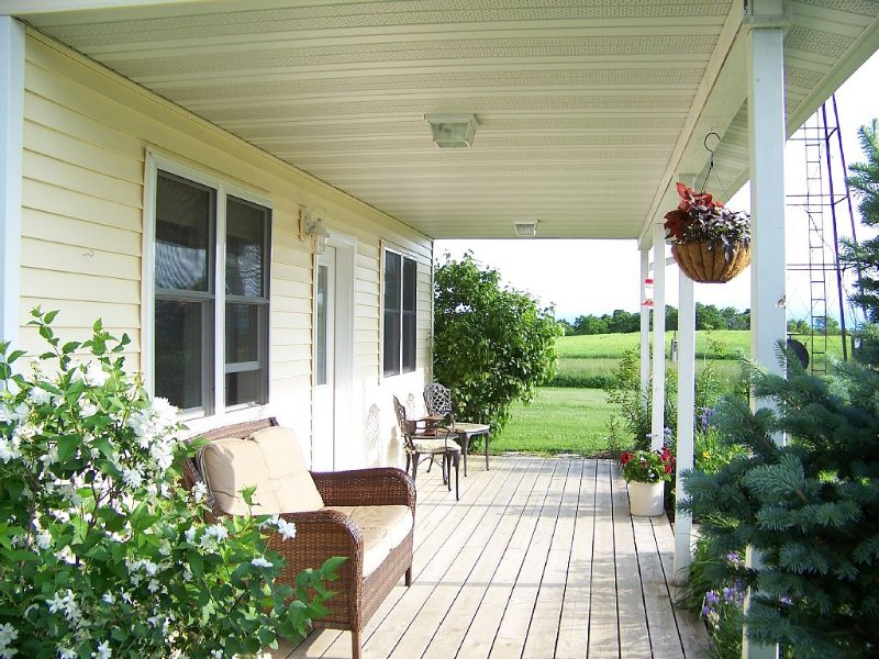 A Peaceful Cottage Near Viroqua; Nearby Fly Fishing and Beautiful Views, vacation rental in Lansing