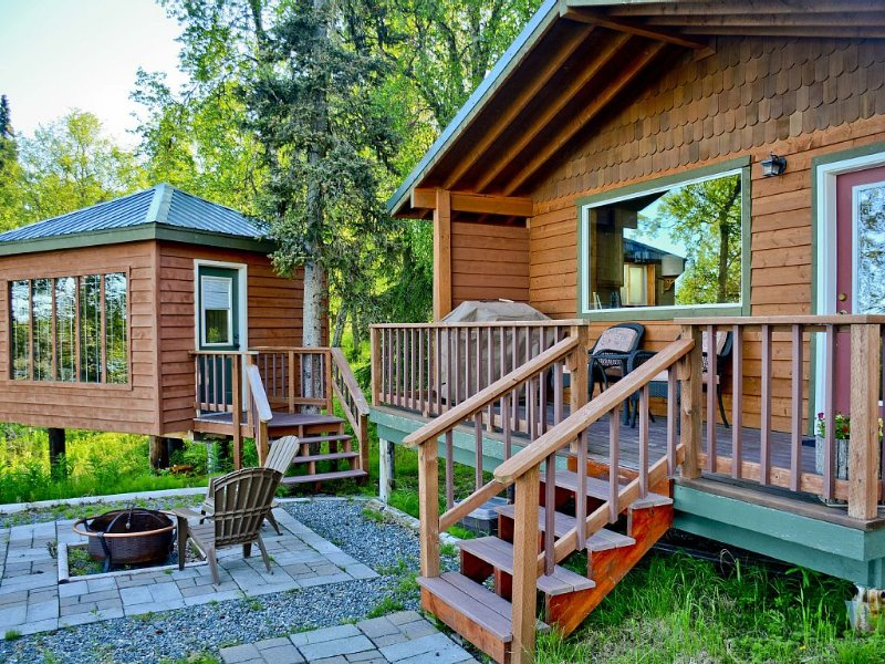 Beautiful Cabin with Mountain & Lake View/ a Perfect Couples Getaway, vacation rental in Clam Gulch