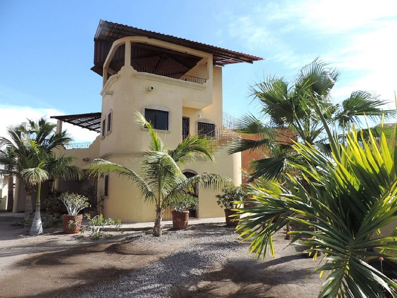 Private Home Steps from the Beach in Perfect Location to Town, vacation rental in Loreto