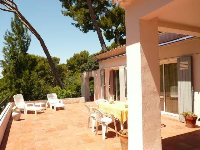 Villa confortable vue mer, au calme dans une résidence privée, plage à 5 mn, location de vacances à Hyères
