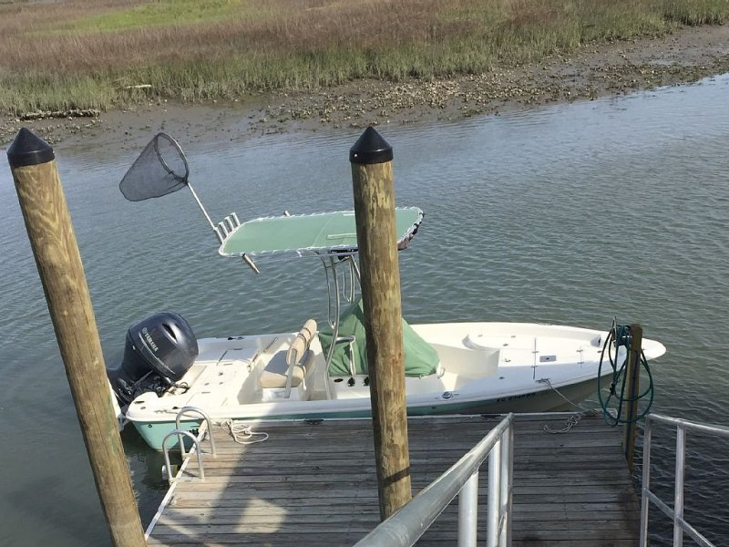 Creekfront with Dock --Restful and beautiful, time stops here.  Bring Boat, location de vacances à Murrells Inlet