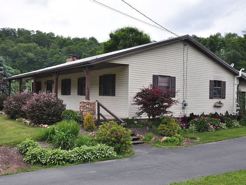 Close To Penn State, Grier School, Juniata College, Raystown Lake, Tussey Mtn, holiday rental in Allensville