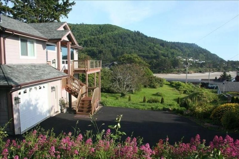 The Overlook-Stunning Ocean/Bay View Walk Everywhere!, location de vacances à Yachats