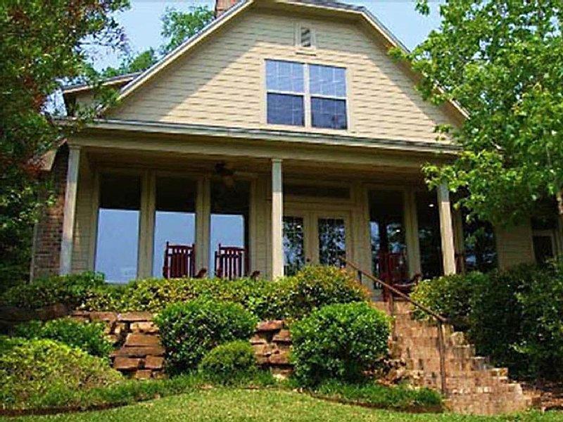 Beautiful East Texas Cottage on Private Lake - VRBO Premier Property, location de vacances à Winnsboro