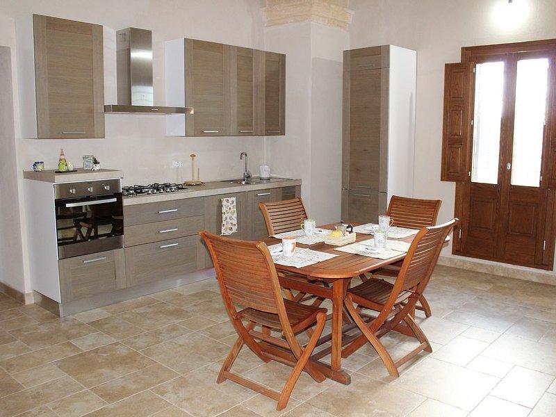 CASALE CARIDDI: una casa in campagna per una vacanza di relax, holiday rental in Nardo