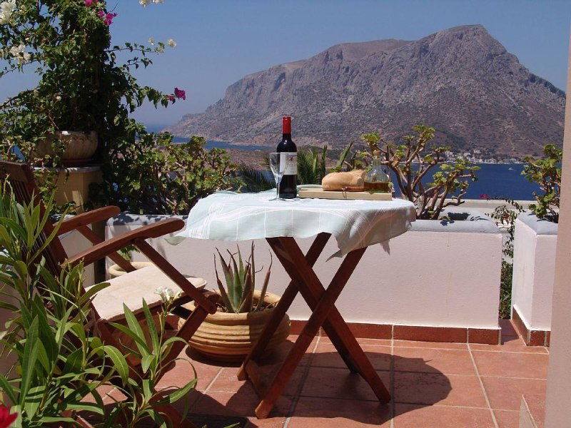 Villa Pharos: offers stunning views of the Aegean,Telendos Island and the Mounta, vacation rental in Pothia