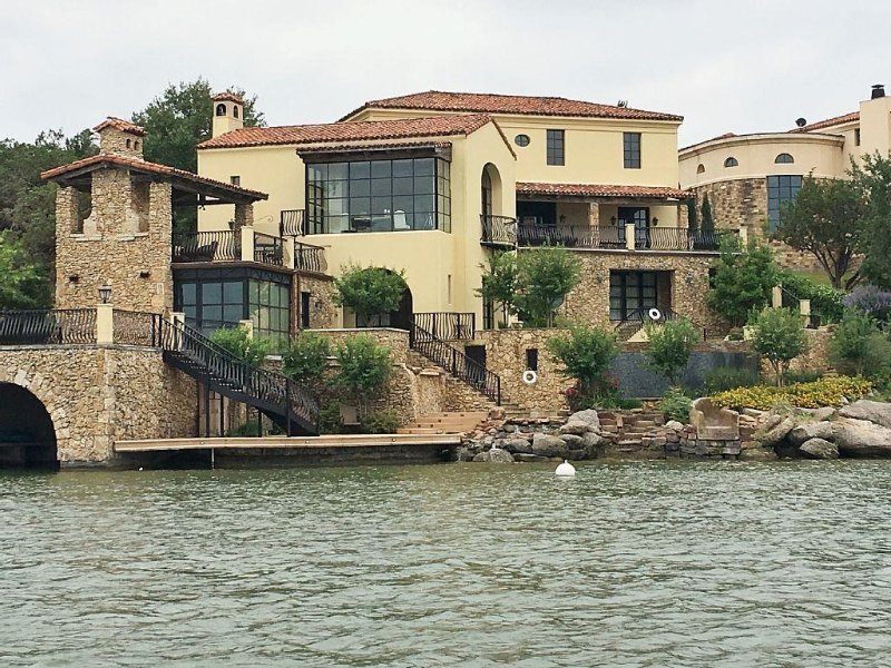 Luxury Lake LBJ  Waterfront Estate Home, alquiler de vacaciones en Horseshoe Bay