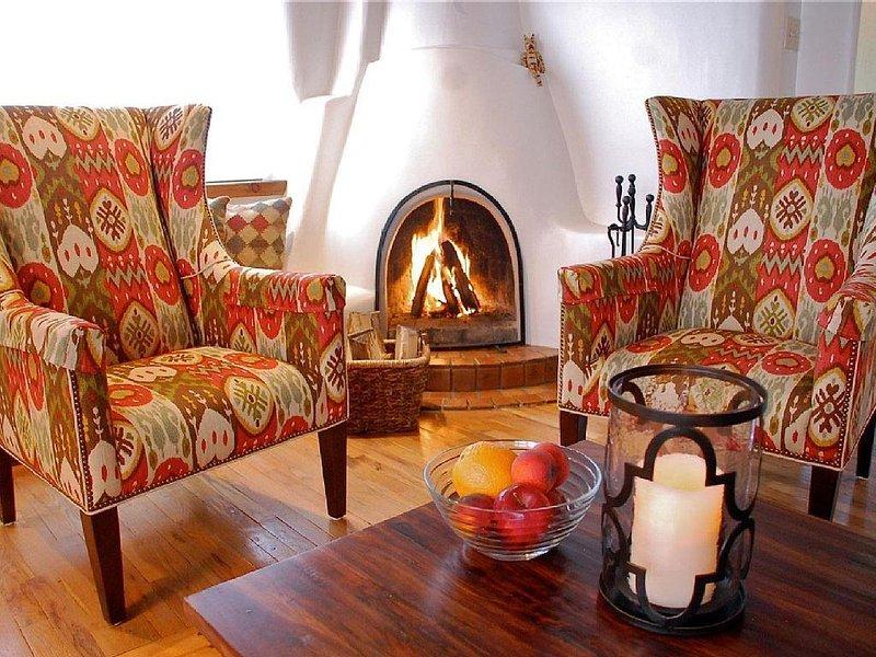 Two King Master Suites! Enchanting Adobe on Quiet Cul-De-Sac. Walk to the Plaza! – semesterbostad i Santa Fe